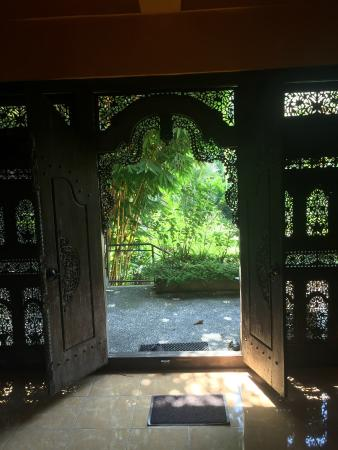 Samplangan, Indonezja: Shot from inside looking out of room