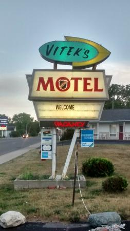 Vitek's Motel: Hotel Sign
