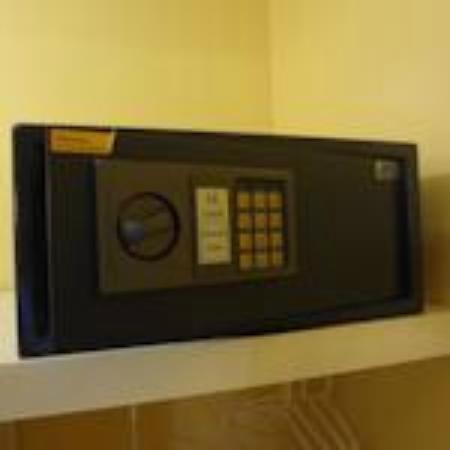 Hotel Dulce Hogar: Caja de seguridad en la Habitacion.