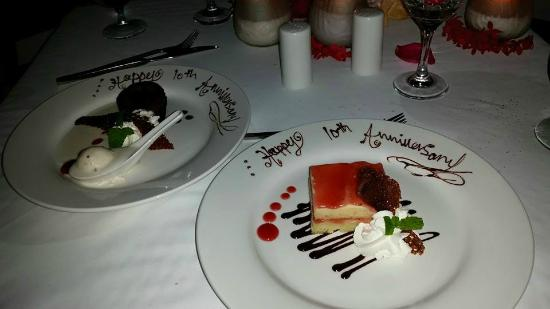 Sandals Royal Caribbean Resort and Private Island : Special dessert made for our anniversary at private candlelight dinner!
