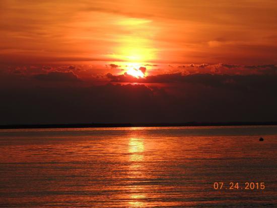 Sherwood, แมรี่แลนด์: Awesome sunsets!