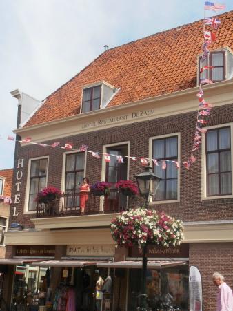 Fletcher Hotel-Restaurant De Zalm : Balkonscene Brielle achter de voordeur