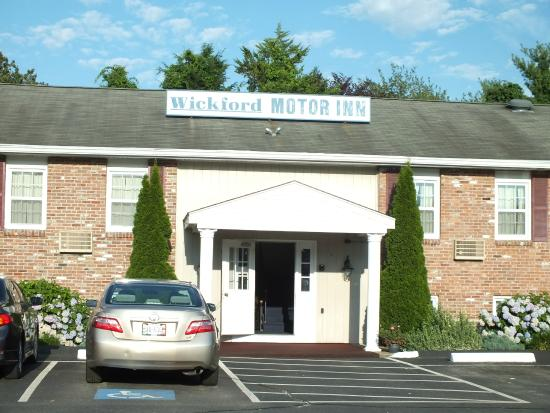 Wickford motor inn from 63 6 5 updated 2017 motel for Island motor inn resort