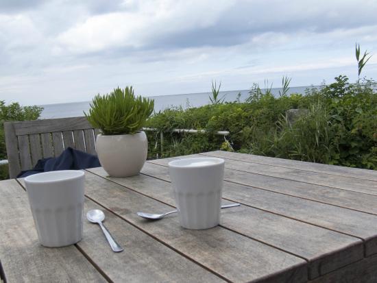Deck Reastaurant, Bar & Beach Club: Latte Macchiato am Meer