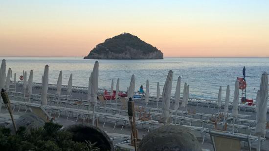 Bagni Nel Blu Spotorno : Photo0.jpg picture of spiaggia nel blu spotorno tripadvisor