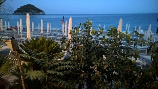 Bagni spiaggia nel blu - Foto di Spiaggia Nelblu, Spotorno ...