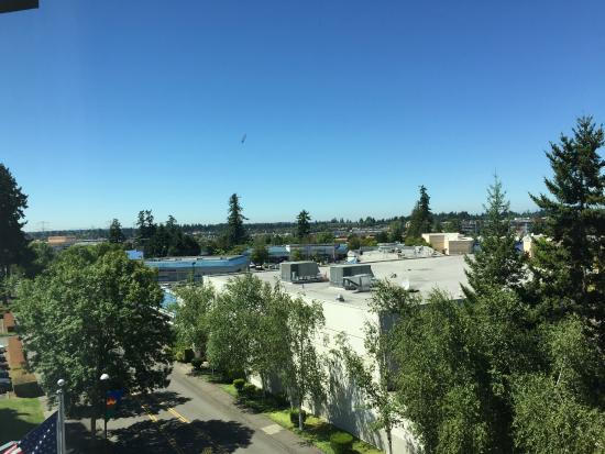 Hampton Inn & Suites Seattle/Federal Way: View to Southwest