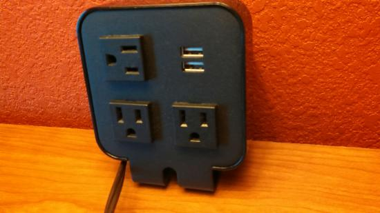 Holiday Inn Express Hotel Suites Lake Zurich Barrington Tabletop Bedside Charging Station For