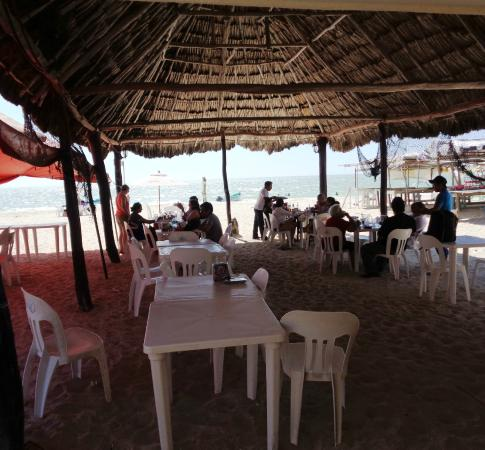 restaurante Avila: the pleasant location doesn't make up for the poor food & service