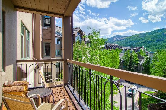 Highlands Lodge by Beaver Creek Mountain Lodging by East West : View Representation