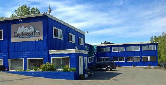 كريكوود إن: Creekwood Inn's new exterior