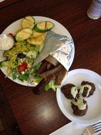 Nupa Mediterranean Cuisine: Gyro plate and side of falafel!!