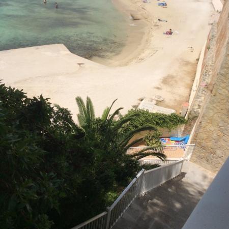 Sunlight Bahia Principe Coral Playa: Uma parte das escadas do acesso à praia, tinha no total 70 degraus