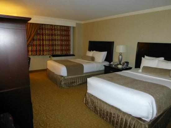 Crowne Plaza Providence-Warwick Airport: Double queen room