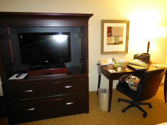 Crowne Plaza Providence-Warwick Airport : Double queen room