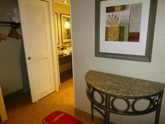 Crowne Plaza Providence-Warwick Airport: Entryway