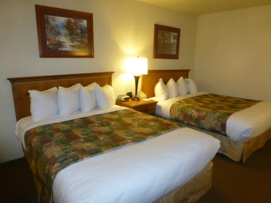 BEST WESTERN Merry Manor Inn: Double queen room