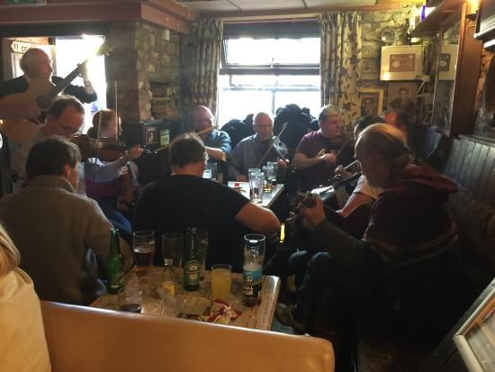 Patsy Dan's Pub: Taking in some great music