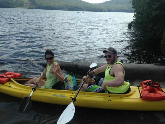 dogs are welcome to come along in our kayaks! - Picture of Flatwater