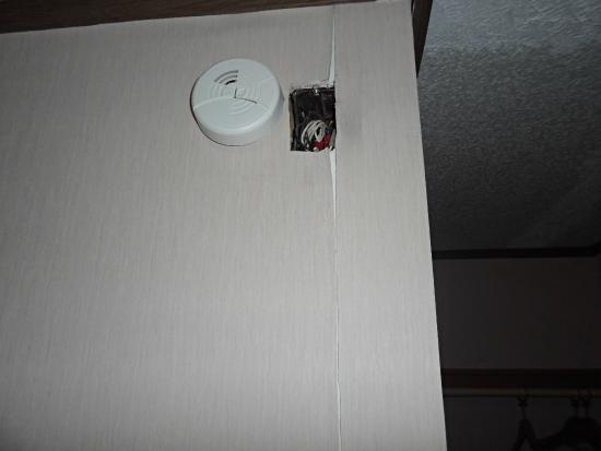 Bayshore Inn: exposed electrical wires