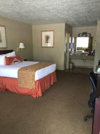 BEST WESTERN Foothills Inn: Very large clean rooms