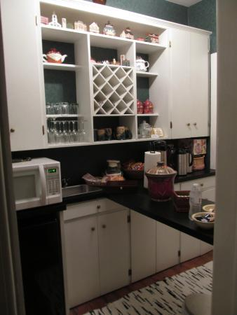 Seymour House: The kitchenette