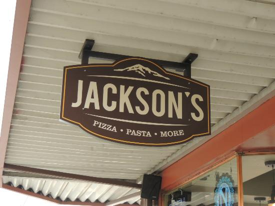 Jackson's Pizza: Front