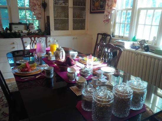 Ridley Gate Manor : Breakfast time