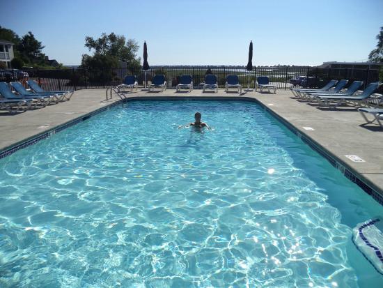 The Garrison: Nice warm salt-water pool!