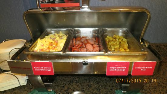 Hampton Inn Salem East-Electric Road: Free Breakfast A Different Hot Breakfast Daily