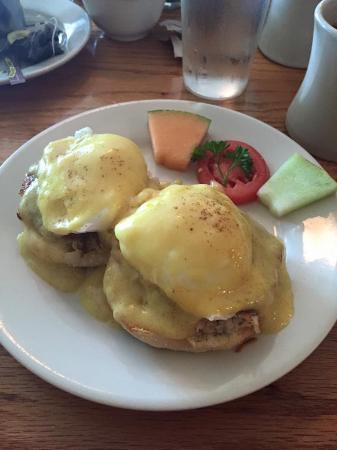 sea biscuit: Crab cake eggs Benedict