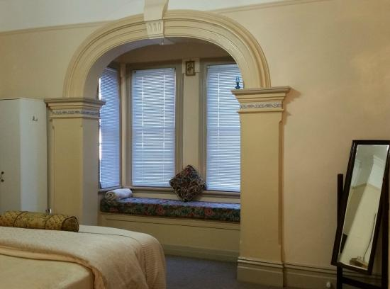 Boutique Motel Sefton House Tumut : Classic Archway in the queen Victoria Suite at Boutique Motel Seftpon House Tumut Accommodation