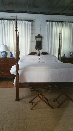 Wakefield Farms: Farmhouse bedroom