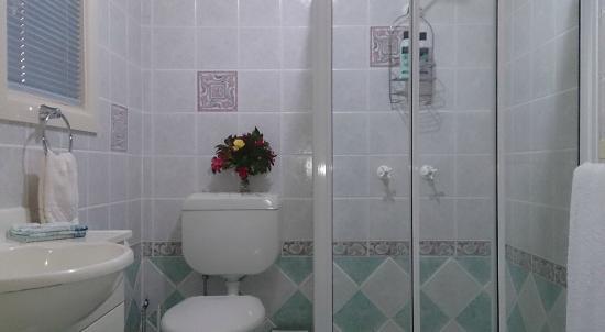 Boutique Motel Sefton House Tumut : Luxury Bathrooms at Boutique Motel Sefton House