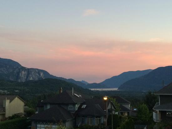 Highlands B&B: Sunset views from the front door