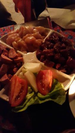 Carne, frango e calabresa da fondue de carnes....