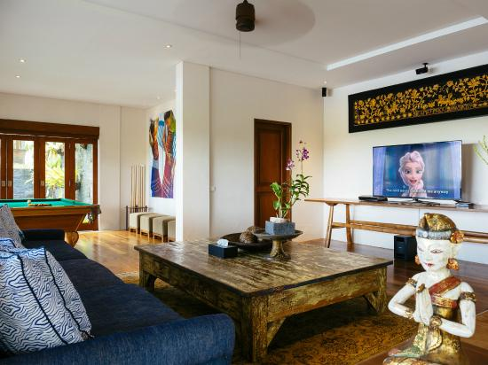 Villa Semarapura - Poolside Entertainment Room