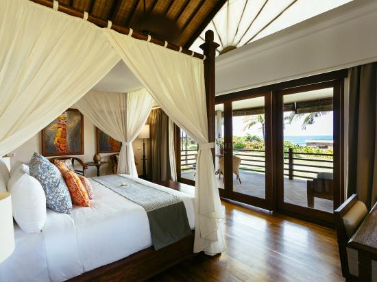 Villa Semarapura - Bedroom Three with Balcony