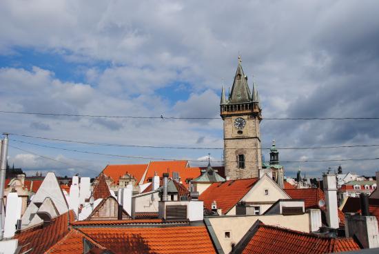 Hotel Dar: Вид с террасы отеля на ратушу с астрономическими часами