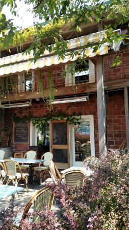 Pegasus Coffee House: Side Patio