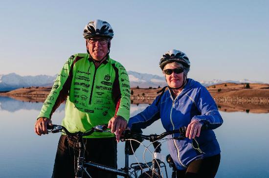 Twizel, New Zealand: Jollie Biker Team - Gaynor & Bruce
