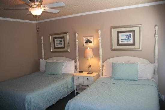 Shell Beach Inn: Queen bed and Double bed