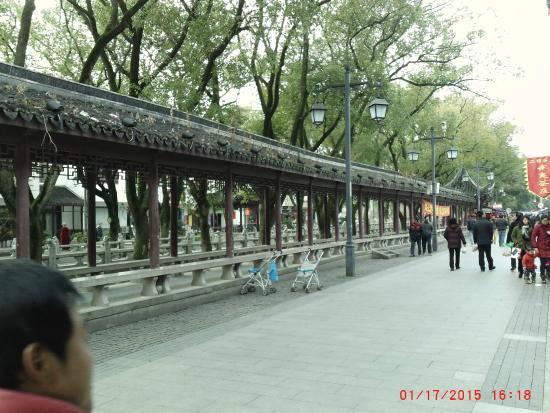川沿いの回廊もある - 上海、安...