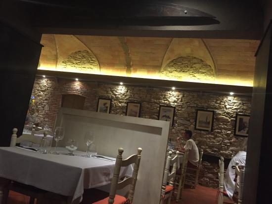 Restaurant Gastronomic La Cuina: The sign is Classic but menu EsCastell