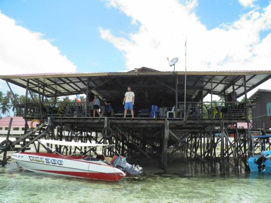 Mabul Backpackers : dining place