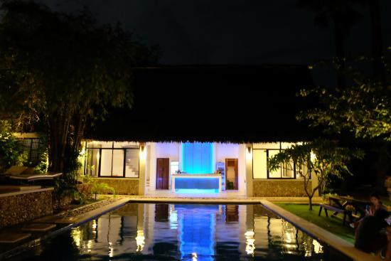 Buri Resort & Spa: Pool at Night