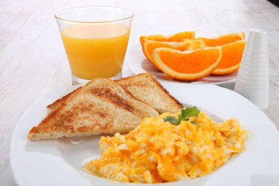 Eden Hotel: Breakfast