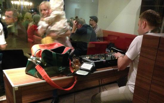 Mercure Marijampole: DJ legt auf im Restaurant
