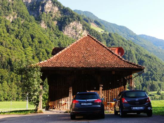 Gasthaus Grafenort : The parking area, nice place to have a drink
