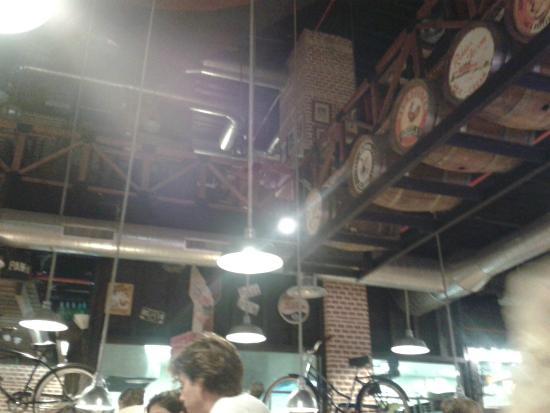 Ribs La Casa de las Costillas: Vista del restaurante en planta baja